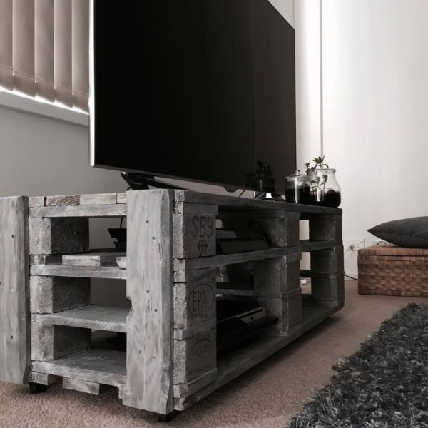 idee meuble tv en palette. Black Bedroom Furniture Sets. Home Design Ideas
