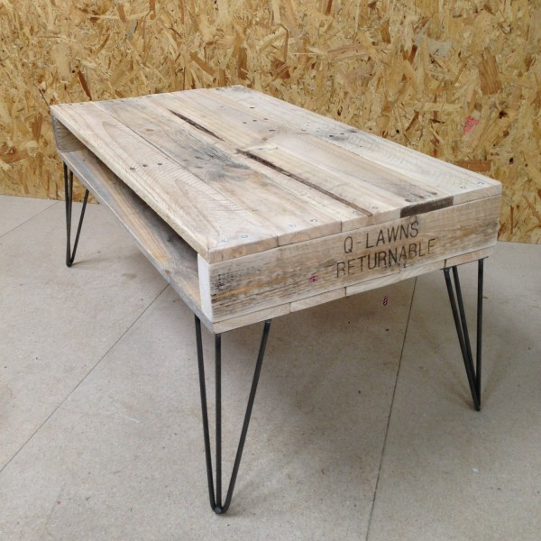 Table basse palette top 69 des id es les plus originales for Table basse blanche pied bois