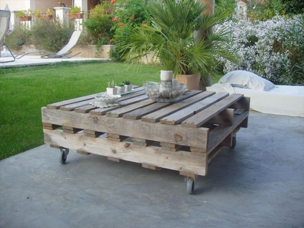 Table basse palette top 69 des id es les plus originales - Table de salon de jardin en palette de bois ...