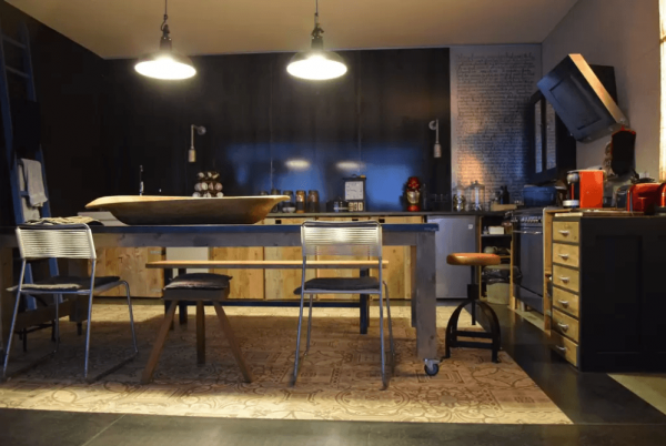 Visite priv e un grand appartement atypique au design industriel - Cuisine style industriel ...